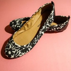 Lucky Brand Black & White Floral Flats